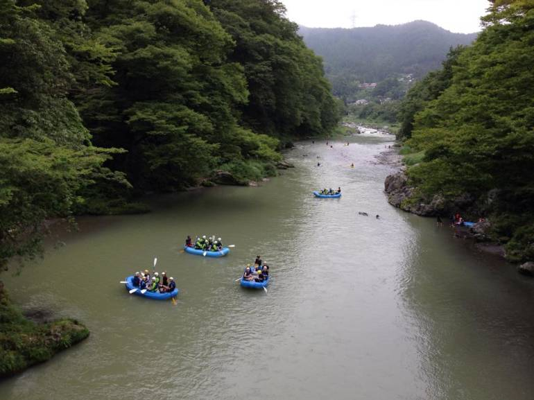 From spring, visitors can also go rafting and canoeing in Okutama river.